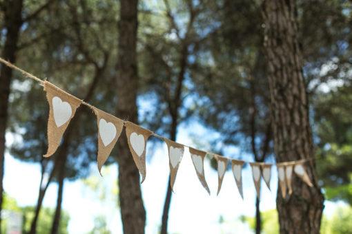 banderola-corazones-bodas-rafia3