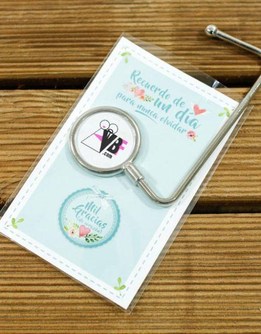 cuelgabolsos-personalizados-para-invitadas-bodas