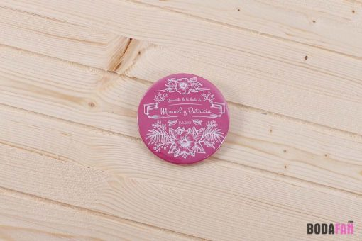 chapas-recuerdo-boda-divertida-personalizada-nombre-fecha-rosa-1