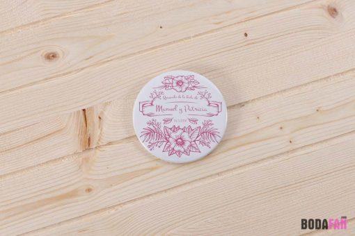 chapas-recuerdo-boda-divertida-personalizada-nombre-fecha-rosa-vintage
